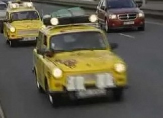 Five Czechs drive from Prague to Capetown in Trabant cars